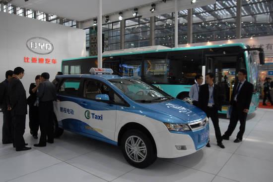 二氧化碳过度排放,空气污染三大问题,比亚迪凭借所掌握的核心电动汽车