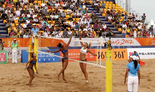 女子沙滩排球泰国与哈萨克斯坦对手比赛.高清图片