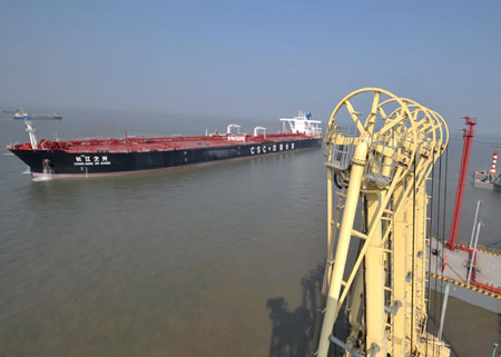 大连湾新港码头_天津港首次成功接卸30万吨级满载原油船舶