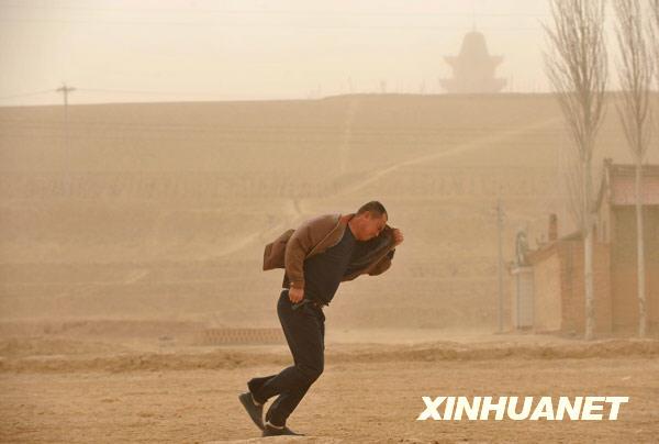 据气象部门预报,明后两天宁夏大风沙尘天气仍将继续.