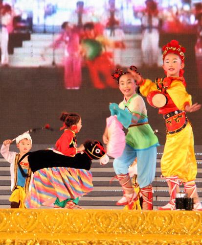临县答题秧歌对唱_第二届中国秧歌节在山东胶州举行