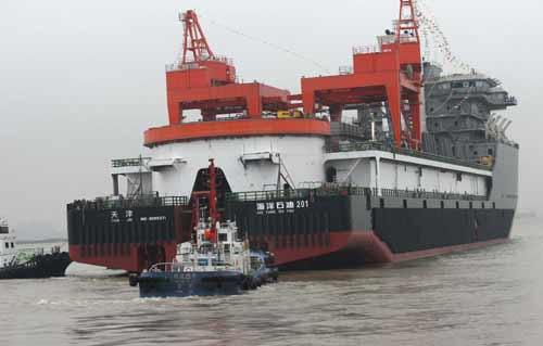 亚洲第一艘3000米深水铺管起重船在南通建成并顺利出坞