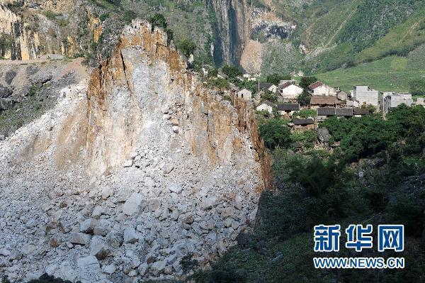 广西凌云一村屯山体崩塌 近400名瑶胞被紧急转移