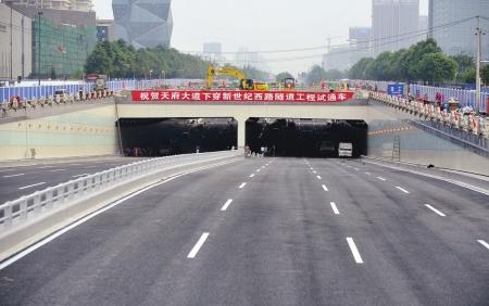 双向8车道 成都最宽隧道今日通车