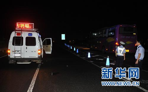 海南:泥石流致东线高速公路部分中断