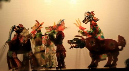 泰山皮影:一个人演活一场戏