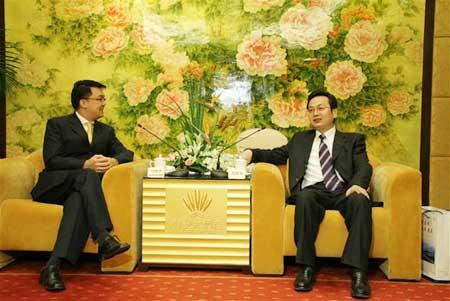 南通市代市长张国华会见新加坡驻沪总领事一行