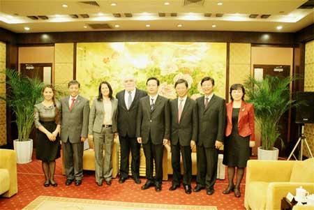 秘鲁、厄瓜多尔驻沪总领事访问南通