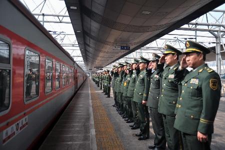 武警云南总队数千老兵离队返乡