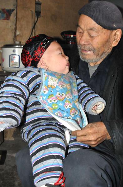 中国最长寿夫妻 相扶到老 百年好合