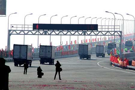 崇启大桥正式通车 苏北通往上海车程缩短百公里