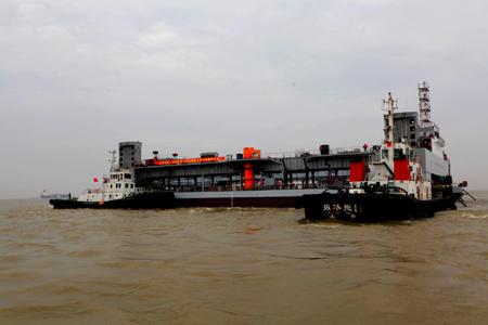 世界最大规模外海深水整平船在南通市下水