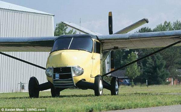 这辆飞行汽车有一个5.2升的四缸引擎,提供150马力的动力.-世界首图片