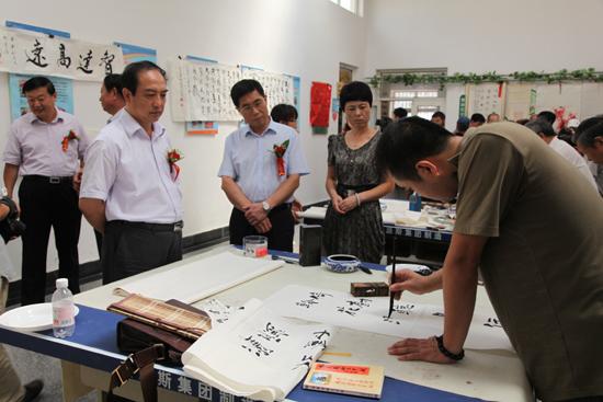 青岛市首个社区文联在崂山区华都社区挂牌成立