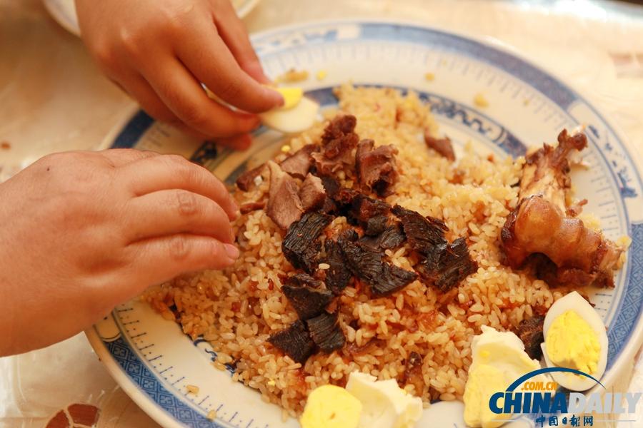 手抓饭是新疆传统主食. (中国日报记者 崔萌 摄)图片