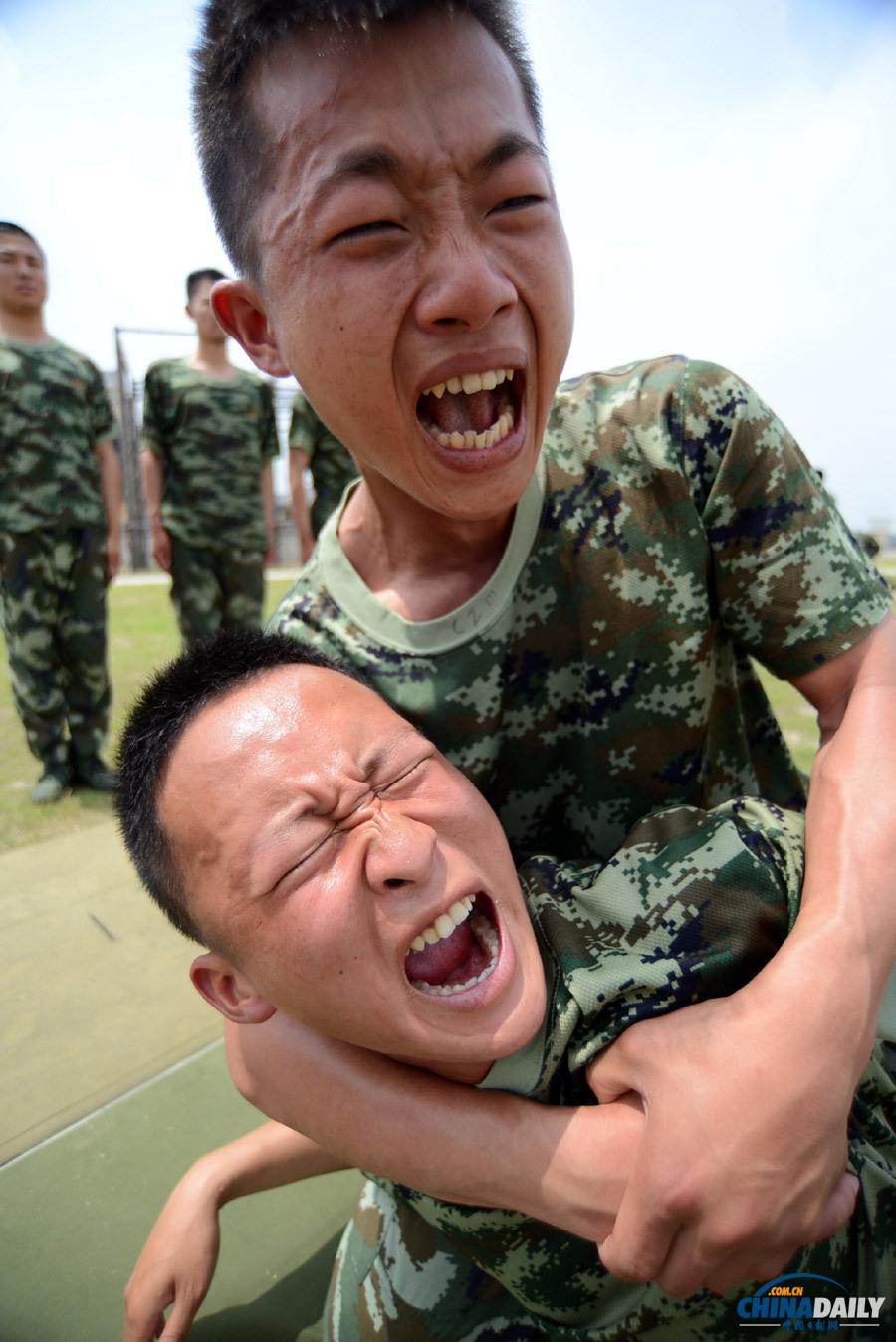 """特战队员在进行擒拿格斗训练.作为一名优秀的""""反恐尖兵""""必须具图片"""