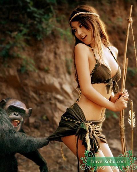 """美女遭猴子扒衣服""""非礼""""高清图片"""
