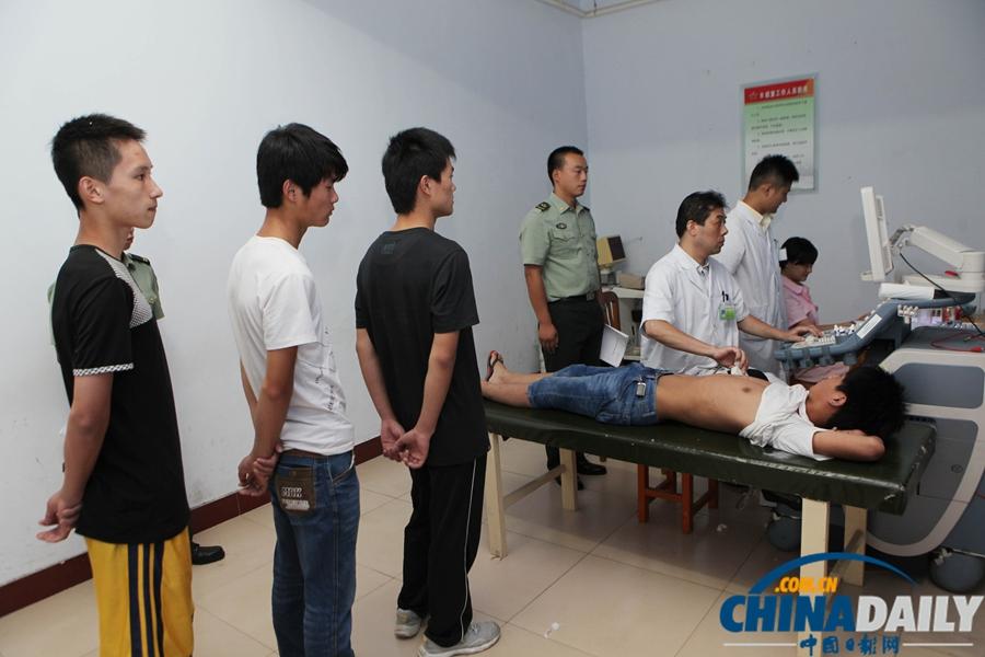 青年全裸体检樊家村小学图片