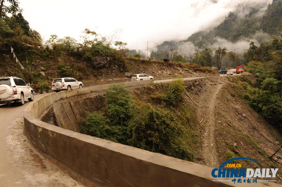 西藏 墨脱公路正式建成通车