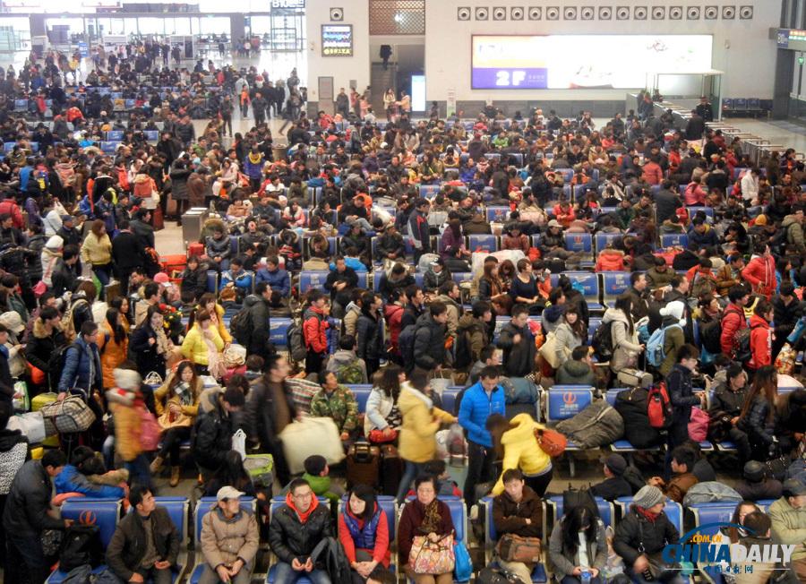 苏州火车站迎来春运前客流高峰