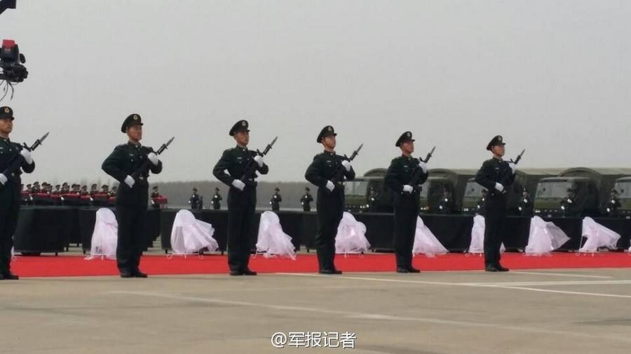 沈阳/据军报记者,28日上午,437具志愿军烈士遗骸抵达沈阳。