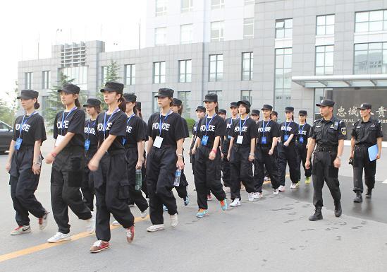 北京电影学院学生警营实践练擒拿图片