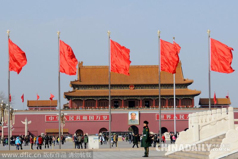 北京天安门广场红旗飘飘迎两会