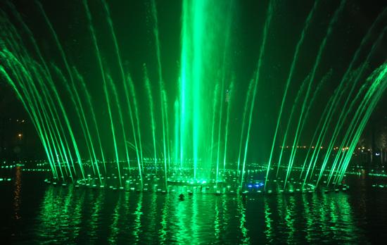 中西部最大音乐喷泉广场两江幸福广场建成开放