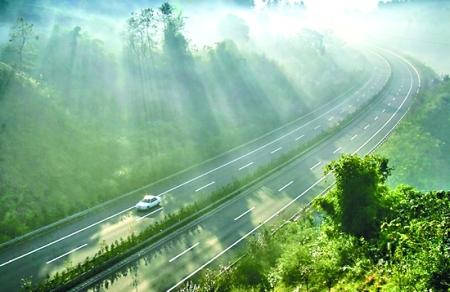 渝湘高速公路_如在画中行 最美高速路闻名全国