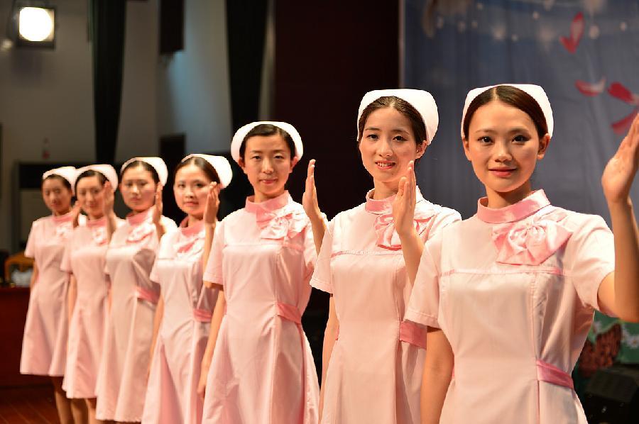 所有医院护士系列番�_喜迎护士节 白衣天使秀礼仪