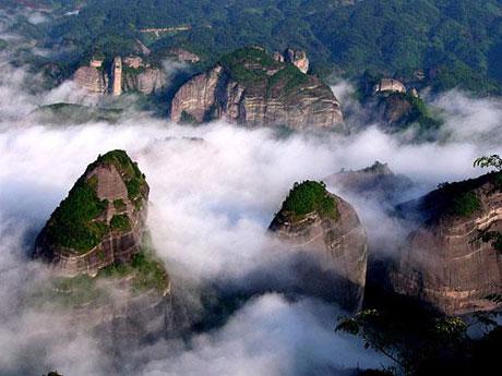 国家森林公园,国家地质公园,3a级风景名胜区八角寨景区位于广西壮族