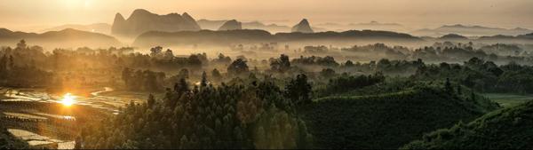 5月24日在广西桂林市临桂县两江镇拍摄的清晨田园美景(拼接照片).