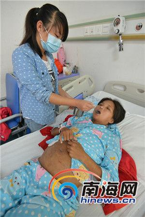 澄迈母亲患上尿毒症 初中女儿打工给母亲筹治疗费