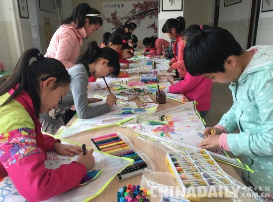 本次活动通过小学生们用自己双手绘风筝的方式展现他们眼中的世园会.图片