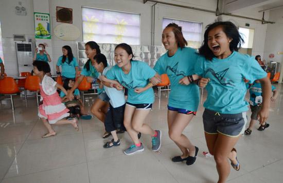 儿童福利院义工_美国青少年被收养人回馈服务团来郑州儿童福利院做义工 - 中国在线