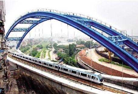 华中科技大学交通学院马鹤龄教授也表示,从当下情况来看,按单双号分流