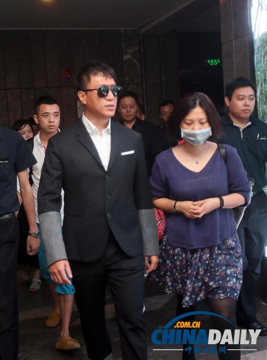 孙红雷抵达武汉宣传《全民目击》为电影节预热