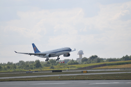 南航空中客车a330宽体客机首降长春图片