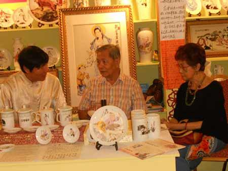 中国新生代民间工艺--通派瓷艺在狮城受捧