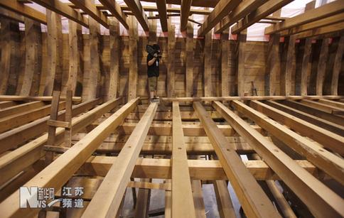 """南京:""""郑和宝船""""主船体结构落成"""
