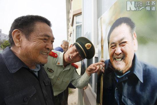"""重阳节""""幸福笑脸""""送老人"""