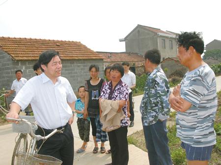 南通市委书记丁大卫在通州区三余镇大乐村驻点调研