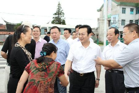 南通代市长张国华走访农村学校看望一线教师并座谈