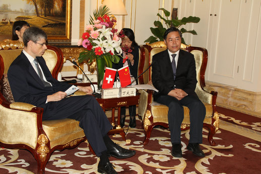 瑞士驻沪总领事史伦博首次访问南通