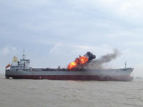 南黄海举行大规模海上搜救综合演习