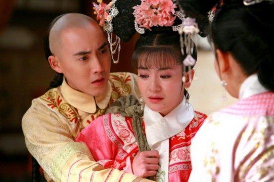 新旧还珠格格同场景PK 新尔康表白熊抱激吻紫薇