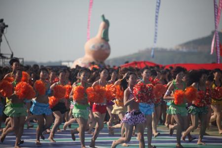 3090名比基尼世界惊现葫芦岛刷新图片吉尼斯装绳子美女美女图片