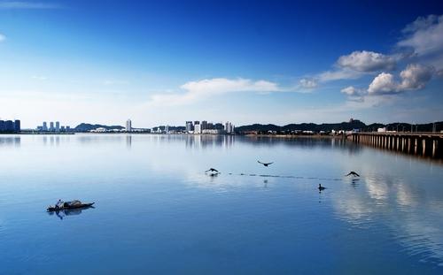 观音湖湿地旅游景区:观音湖湿地旅游景区位于遂宁市河东新区滨水沿线
