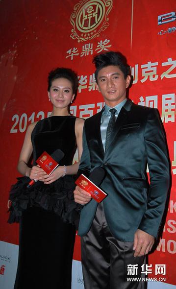 吴奇隆(右)和刘诗诗在颁奖典礼上亮相.-第八届华鼎奖颁奖典礼在