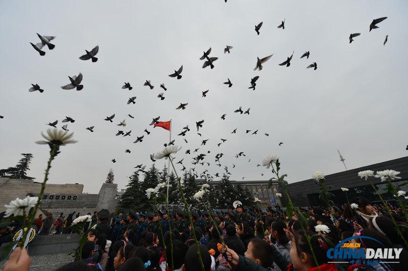 南京举行国际和平集会悼念南京大屠杀30万同胞遇难75周年
